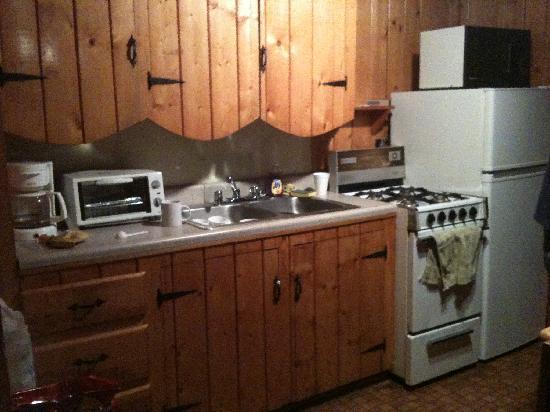 Three Bears Lodge: Kitchen Area of 2 Bedroom Cabin