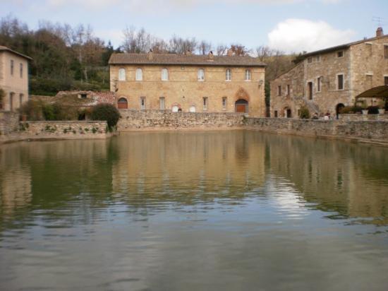 Bagno Vignoni, İtalya: Sorgente acqua termale
