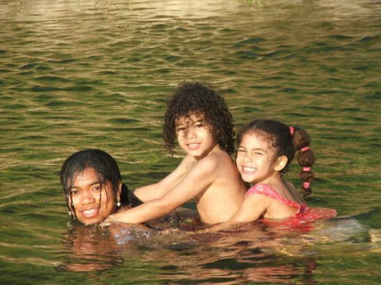 La Ceiba, ฮอนดูรัส: Jugando al cocodirlo en el cangrejal!