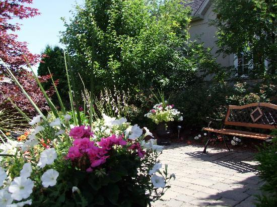 In Elegance Bed and Breakfast: Patio