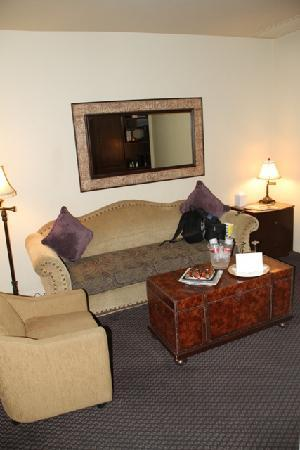 Andreas Hotel & Spa: Sitting area in our room w/ chocolate covered strawberries my husband had the staff put our for