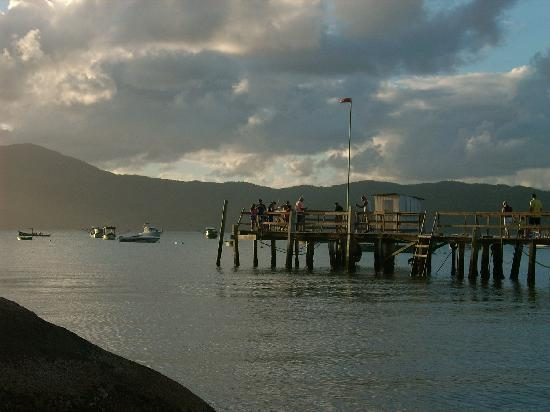 Pousada Ilha Bella : Atardecer sobre el muelle