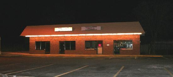 Tony's Pizza & Subs : Parking and Building