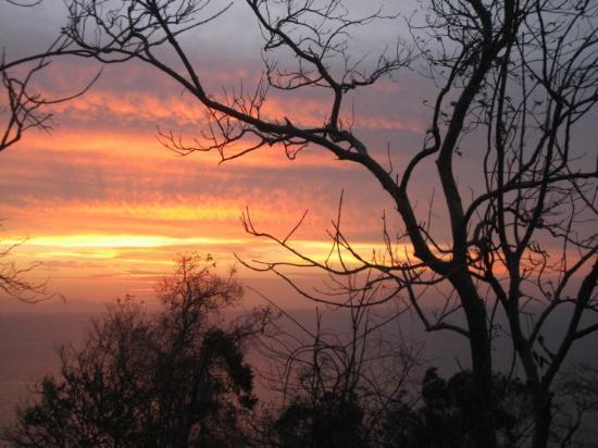 Satun, Tailandia: พระอาทิตย์ขึ้นที่ ผาชะโด เกาะอาดัง
