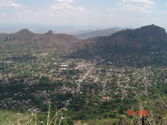 Tepoztlán, Mexico: Beklimming Tepozteco, zicht op staat Morelos Tepoztlan, Morelos, México 2004