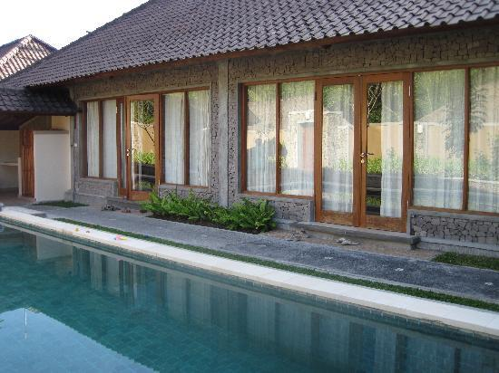 Nefatari Exclusive Villas: The private pool just outside the rooms.