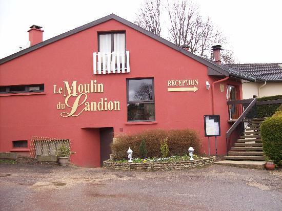 Hôtel Restaurant Le Moulin du Landion : sympathique entrée