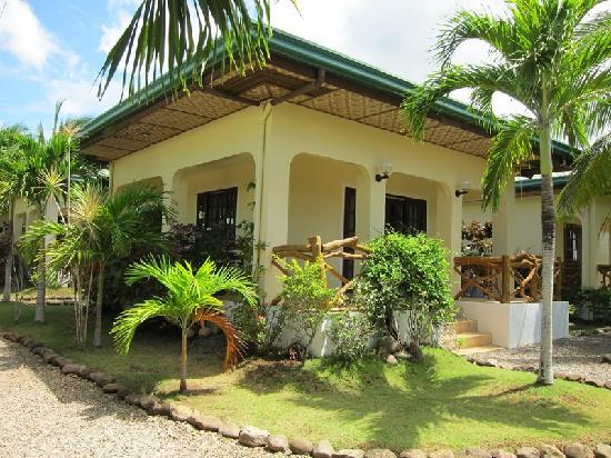 Bohol Sea Resort: Deluxe Bungalow A