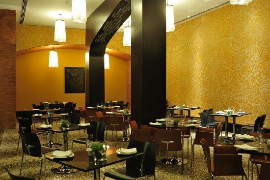 Crowne Plaza Bengaluru Electronics City: Aloro Italian Restaurant