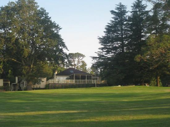 Sylvan Glen Country House: Looking from the golf course back up to the rear of the main house