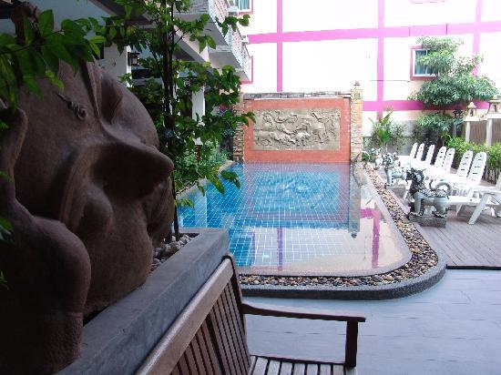 Seeka Boutique Resort: the wall feature is a waterfall