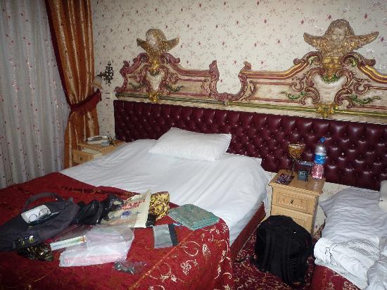 Apex Hotel: Doppelbett + Einzelbett mit geschmackvollem Kopfende