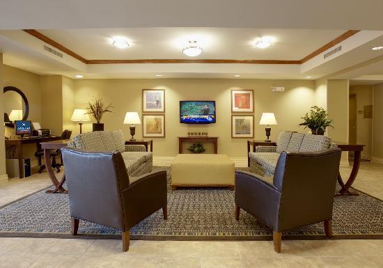 Candlewood Suites Flowood: Lobby