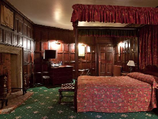 The Kings Arms Hotel: King Charles suite