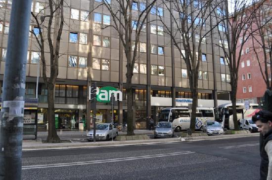 Quality Hotel Delfino Venezia Mestre: PAM supermarket and Delfino Hotel, from the bus stop