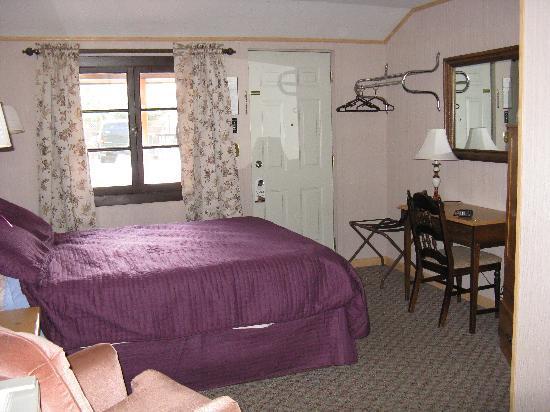 Lantern Inn: Room