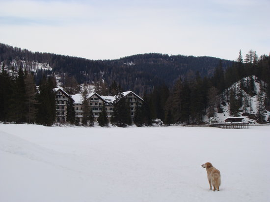 Hotel Lago di Braies: sul lago ghiacciato