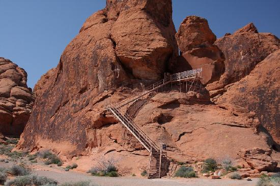 Valley of Fire State Park: View of stairs (Atlatl rock) to petroglyphs