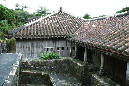 Nakamura Family Resident: 屋根