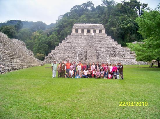 Hotel D'Monica : Grupo en Palenque
