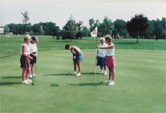 Cape May Par 3 & Driving Range: Lady Golfers enjoying their day golfing in Cape May County