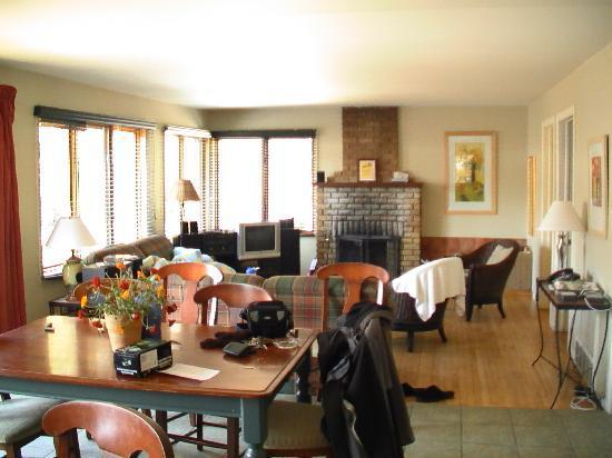 Auberge du Vieux Foyer: Intérrieur propre et spacieux