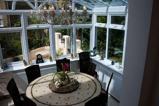 Broadstairs Tranquility: Conservatory/Dining area