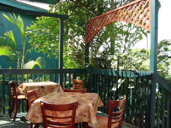 Pita Paradise: Outdoor, super-casual seating