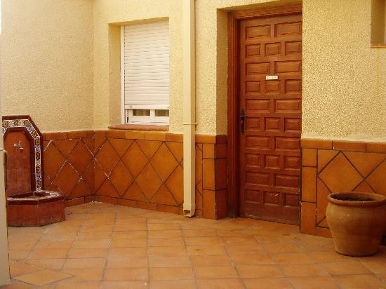 El Hostal Puerta Bisagra: Patio interior