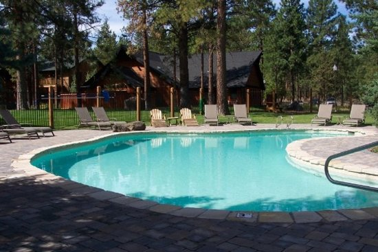Five Pine Lodge & Spa: Outdoor Pool