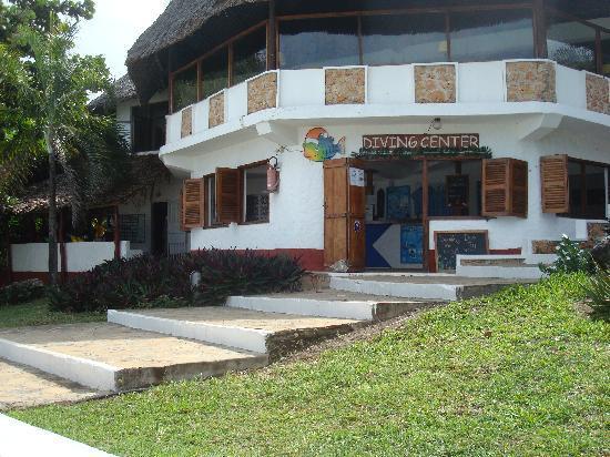 Karafuu Beach Resort and Spa: Diving center