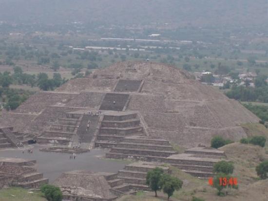 San Juan Teotihuacan, México: Maanpiramide Téotihuacan Téotihuacan site, Edo de México, México 2004