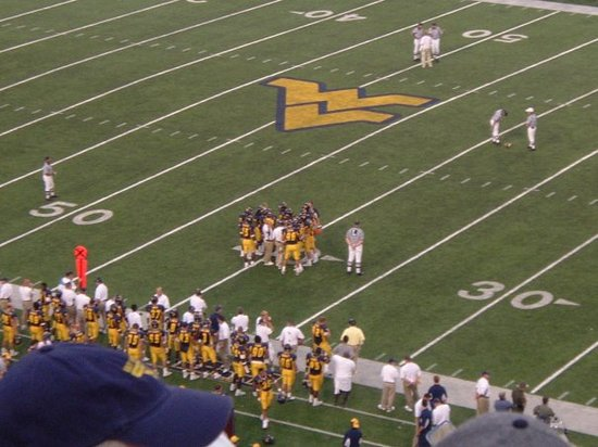 ‪Mountaineer Field‬