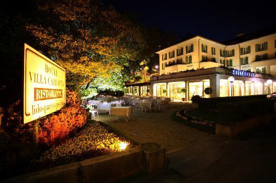 Belgirate, Italien: Una vista notturna dell'Hotel Villa Carlotta