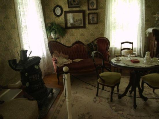Dining room in the haunted house fotograf a de egg harbor for Haunted dining room ideas