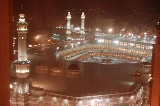 Makkah Millennium Hotel: Night view from our room