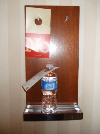 Four Points by Sheraton Ontario-Rancho Cucamonga: complementary water