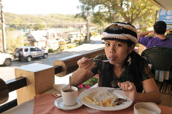 El Cielito Hotel Baguio : breakfast on the outdoor terrace