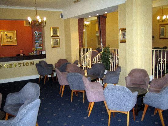 Hadleigh Hotel: Restrauant service good