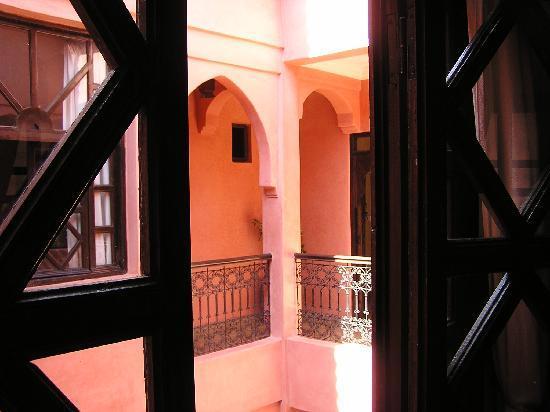 Riad Aderbaz: Innenhof von Room 2 fotografiert.