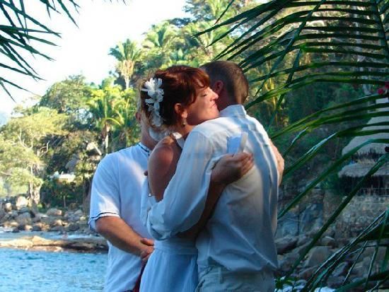 El Jardin Yelapa: Our wedding on the sea!