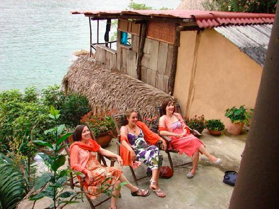 El Jardin Yelapa: My Bridesmaids relaxing!