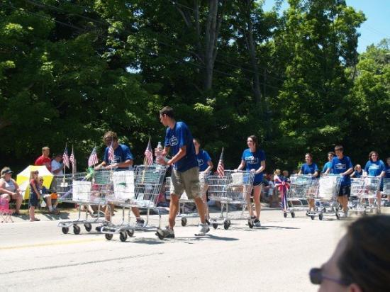 Egg Harbor, WI: who was bagging groceries at the main street market during the parade?