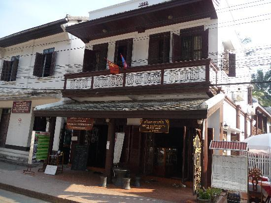 Phousi Guesthouse : hotel from street - don't be deceived