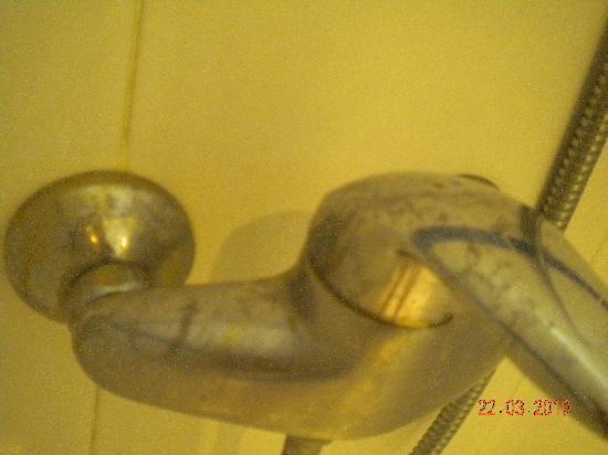 Tamaragua Apartments: Dusche frisch gereinigt!!