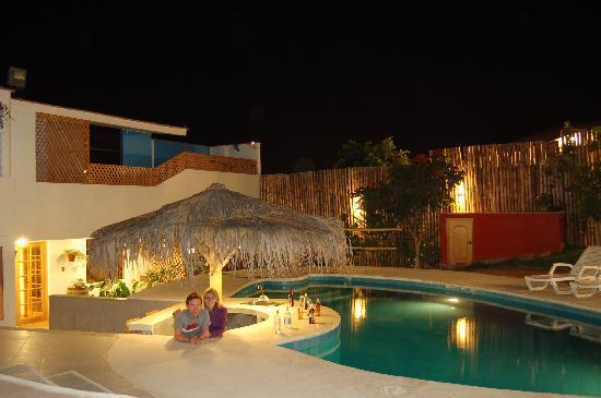 Hotel Villa Jazmin: Abends am Pool