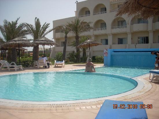 La piscine exterieure pour enfants photo de djerba mare for Piscine exterieure