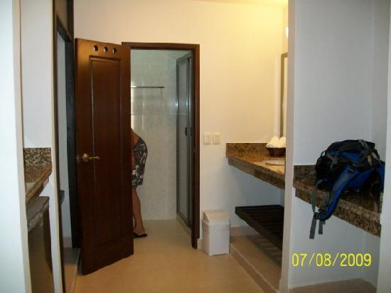 Hotel Kinich: bathroom area