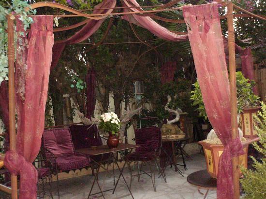 Hotel Villa Nina: lovely garden