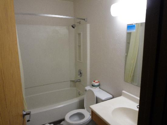 Super 8 Port Angeles : バスルームです
